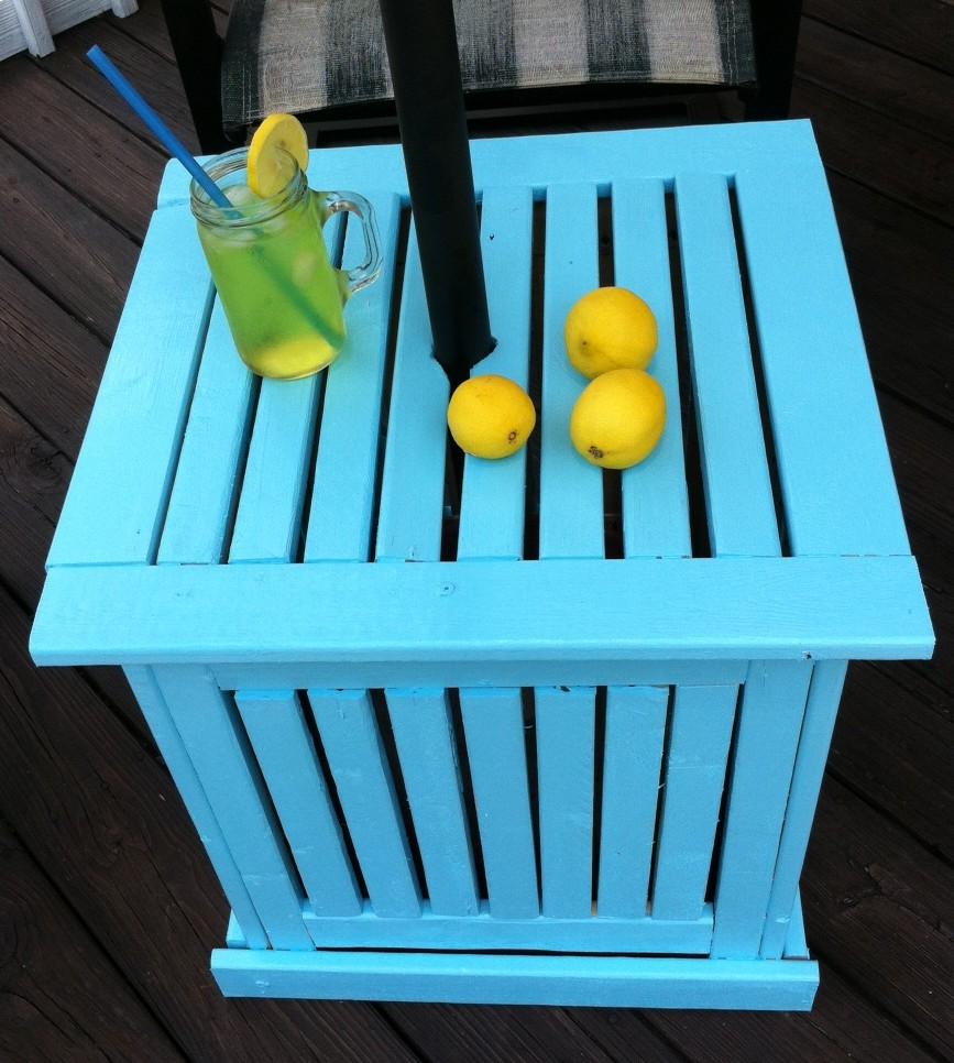 Patio Umbrella Stand Table: DIY Patio Umbrella Stand/Side Table